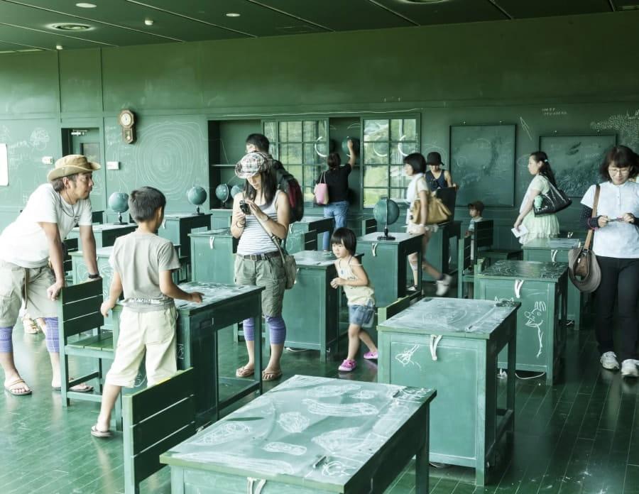 関係 - 黒板の教室の画像